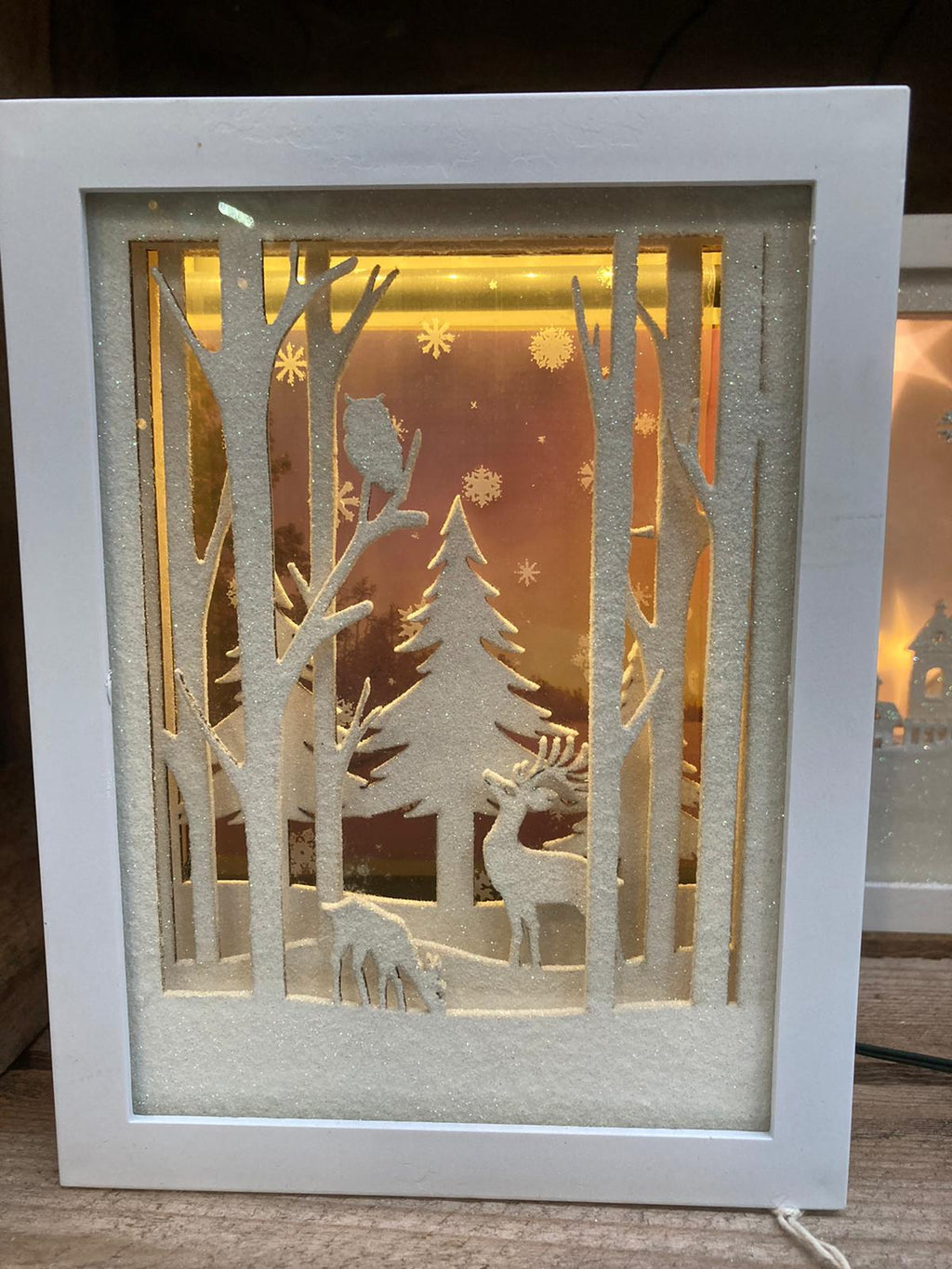 20CM MOVING SNOWFLAKE DIORAMA FOREST