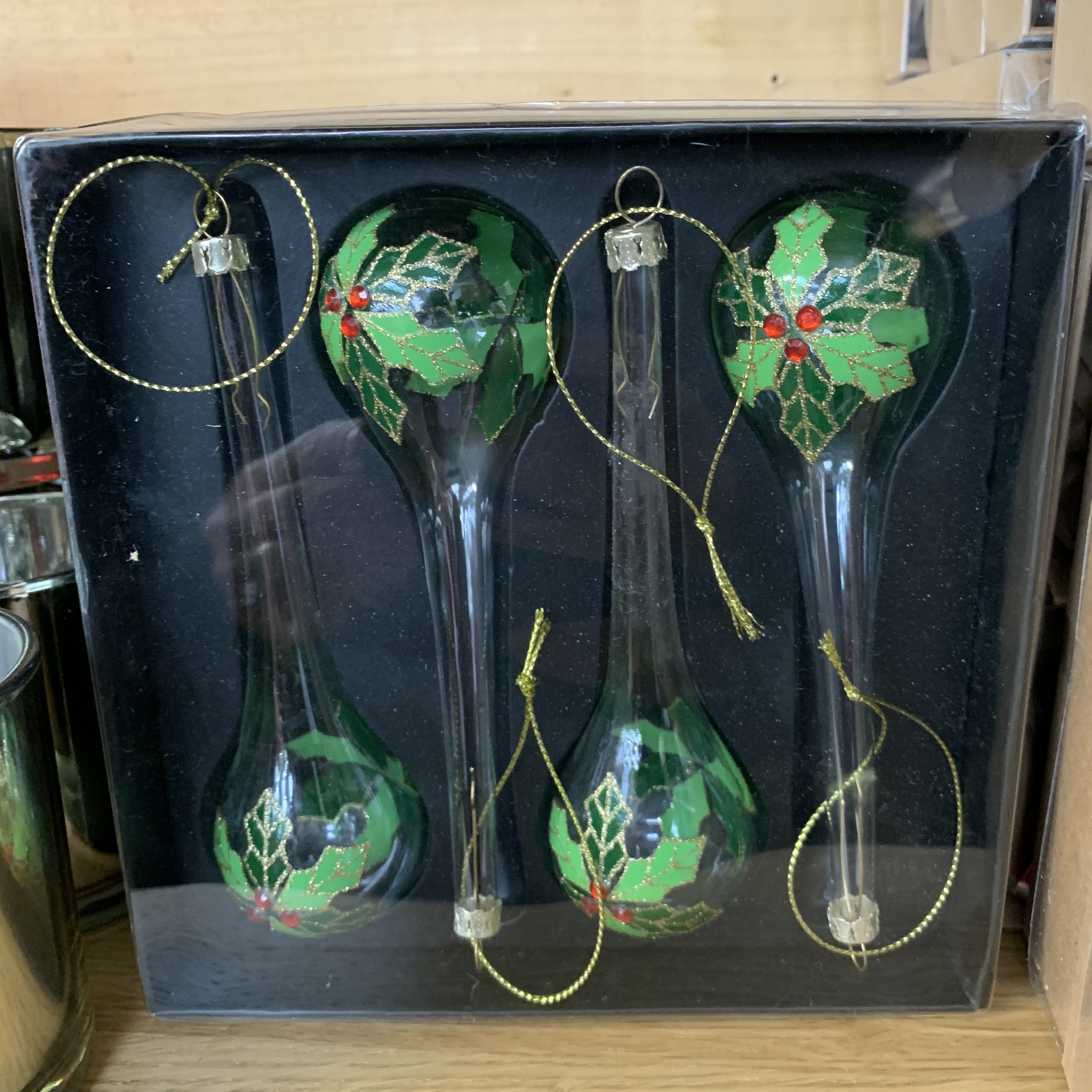 HANGING GLASS DROPLETS SET WITH HOLLY DECO