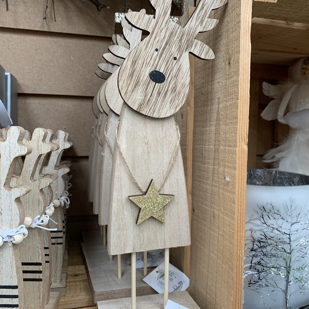 WOODEN REINDEER HOLDING GOLD STAR DECORATION