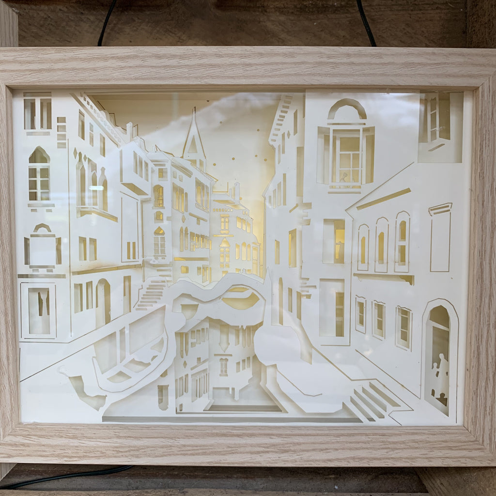 VENICE LIGHT UP BOX 23.5X18CM