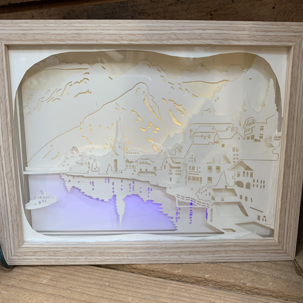 MOUNTAIN LIGHT UP BOX 23.5X18