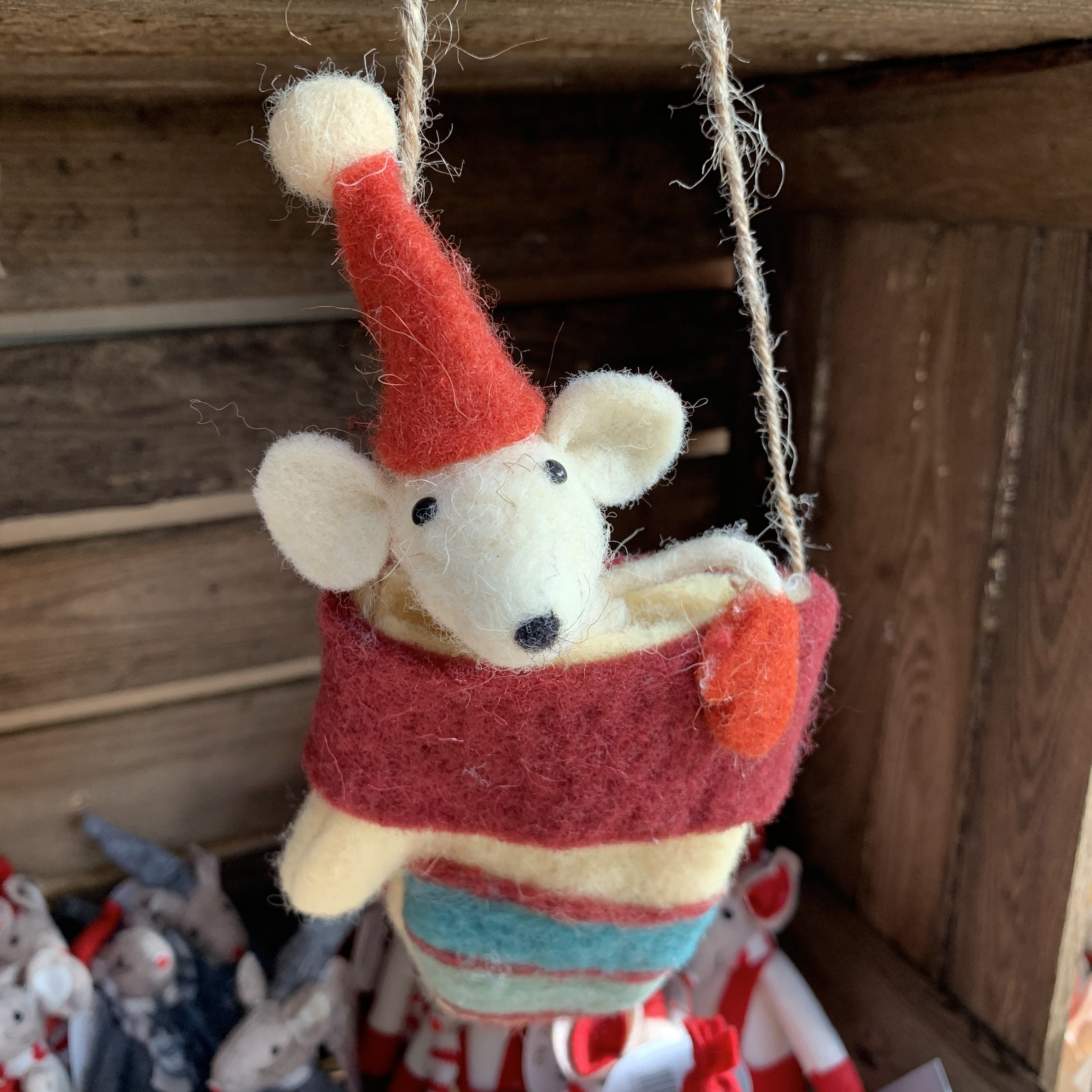 HANGING MOUSE IN GLOVE