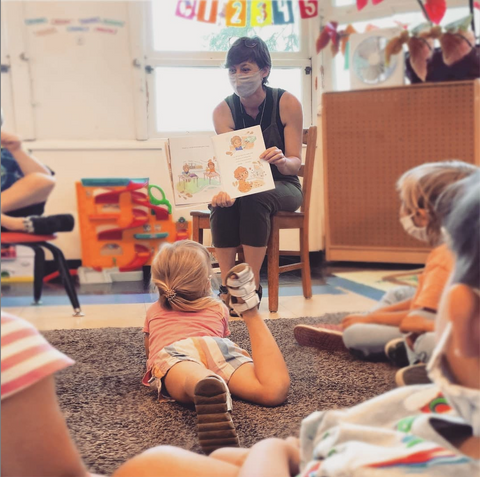 Rose Collins reading to a classroom