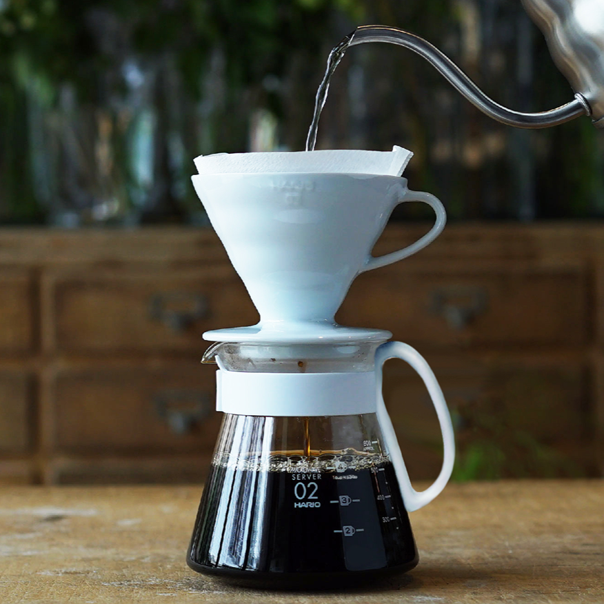 Hario V60 Plastic dripper white size 02 - Gust Coffee Roasters