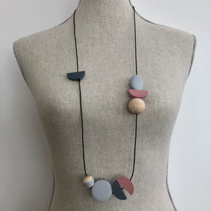Asymmetric painted beads necklace