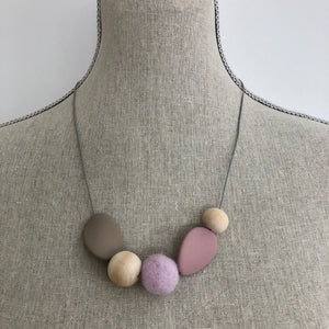 Felt and wooden beads necklace