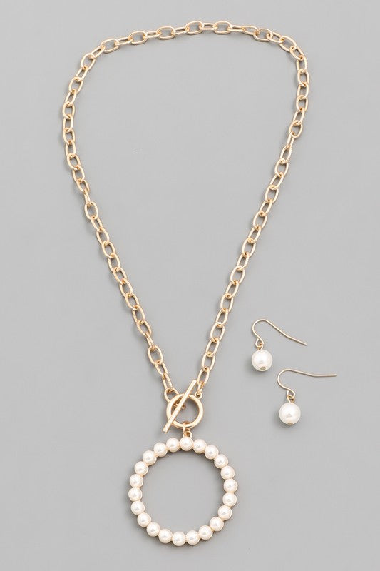 Toggle Chain Circle Pendant Necklace Set