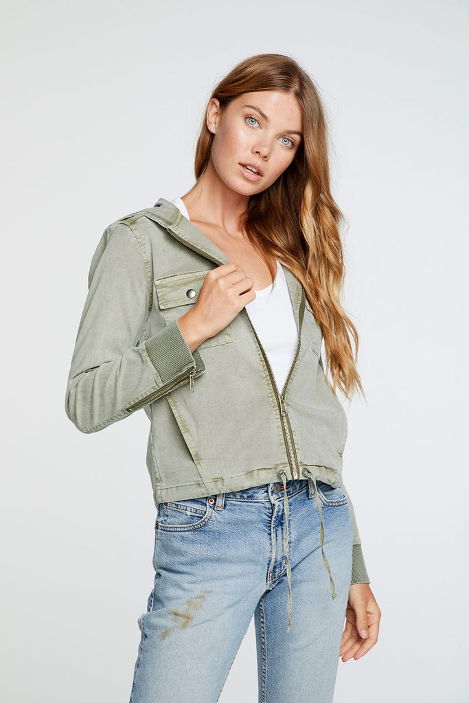 STRETCH TWILL HOODED ZIP UP RIB CONTRAST JACKET IN PRAIRIE GREEN