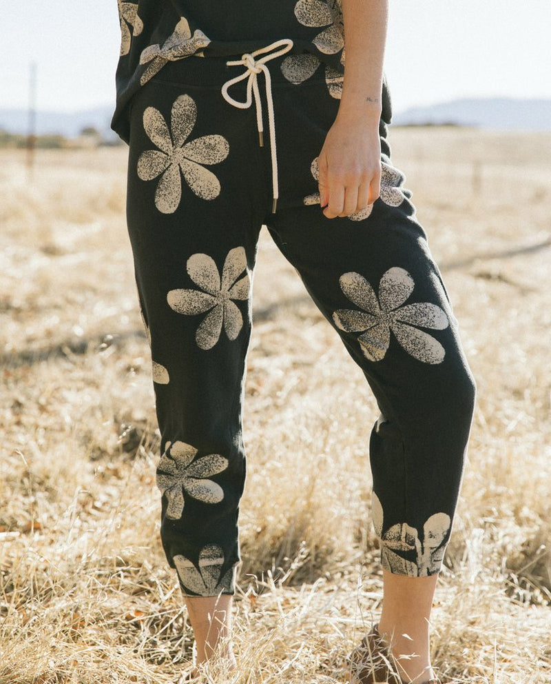 The cropped sweatpant with daisy stamp in almost black