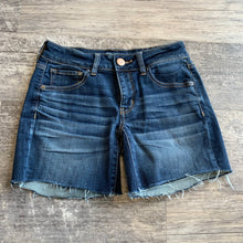 Load image into Gallery viewer, American Eagle Shorts // Size 2 (26)