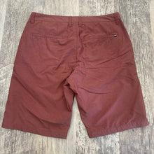Load image into Gallery viewer, Travis Mathew Men's Shorts // Size 34