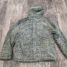 Load image into Gallery viewer, Love Tree Sherpa Pullover // Size Medium