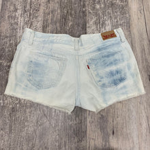 Load image into Gallery viewer, Levi Shorts // Size 9/10