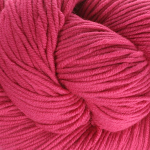 Dizzy Sheep - Plymouth Worsted Merino Superwash _ 048 Fuschia lot 431726