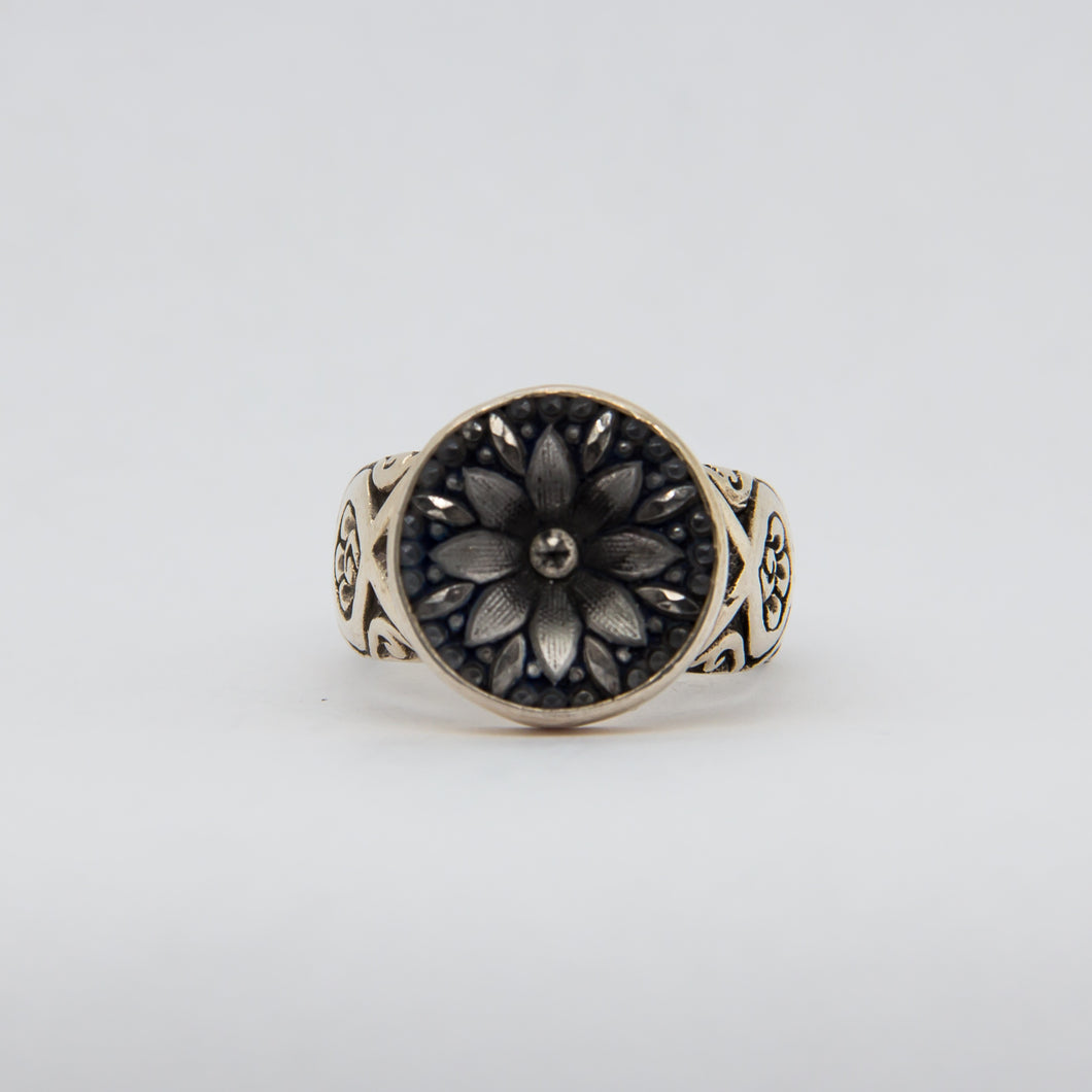 Silver Daisy Button Ring