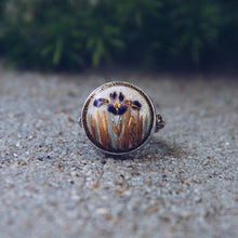 Load image into Gallery viewer, Purple Iris Satsuma Button Ring
