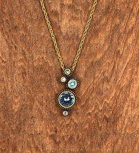 Load image into Gallery viewer, Gold Simple Gift Necklace in Zephyr