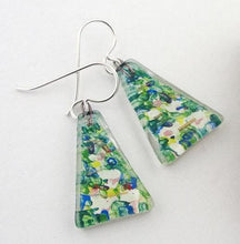 Load image into Gallery viewer, Nenuphar Medium Triangle Earrings
