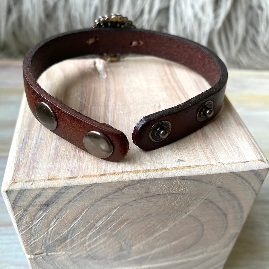 Antique Buckle Band