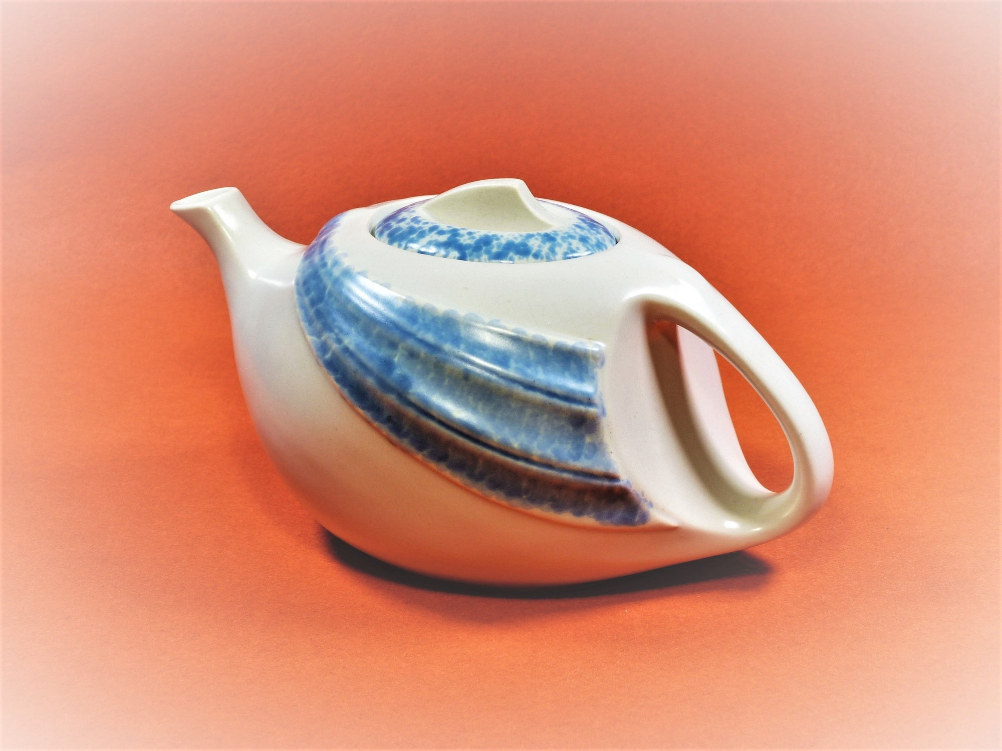 Vintage T-Flo Teapot, Sleek Shape, 950ml / 4 Cup Capacity