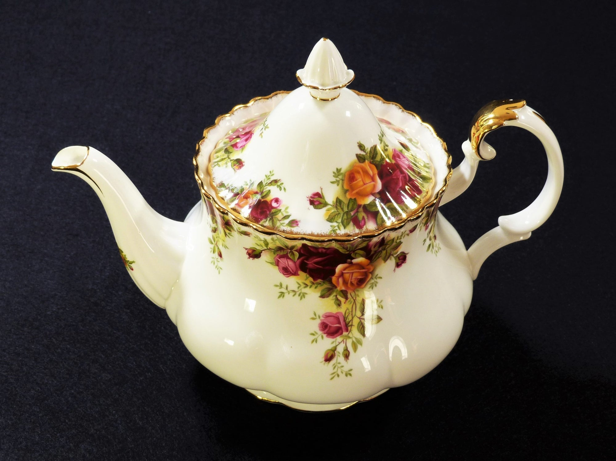 Royal Albert Teapot, Old Country Roses, Large Teapot, 6 Cup, Made in England