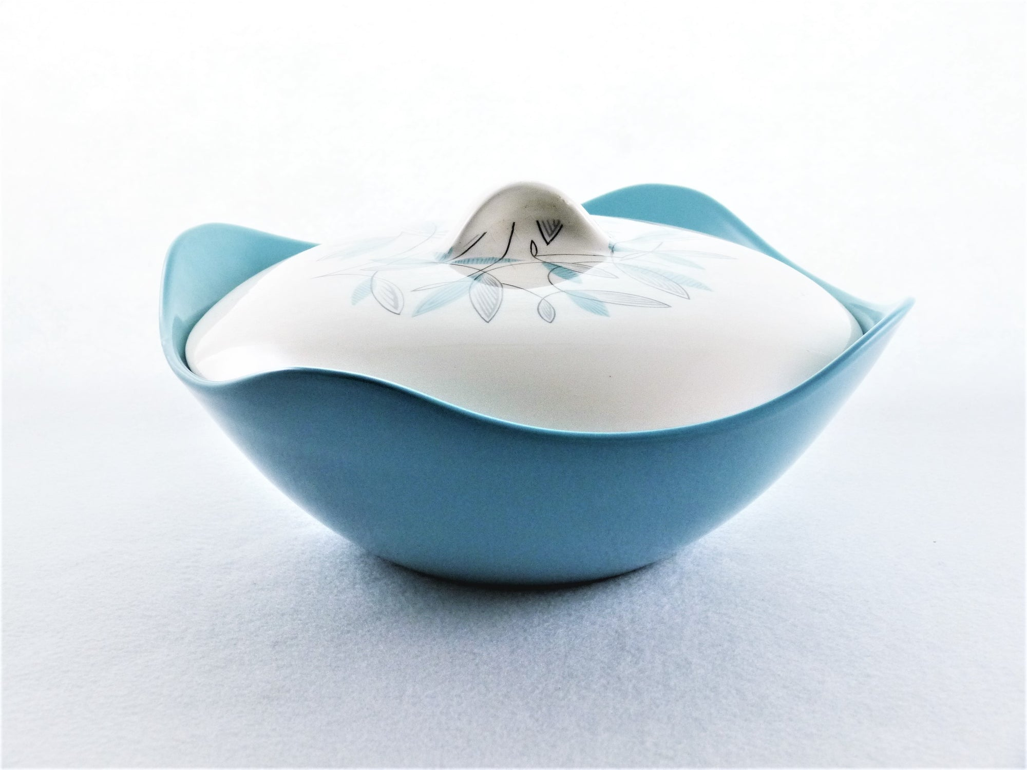 "Mid Century Midwinter Modern Tureen, Fashion Shape, ""Cassandra"", 1960"