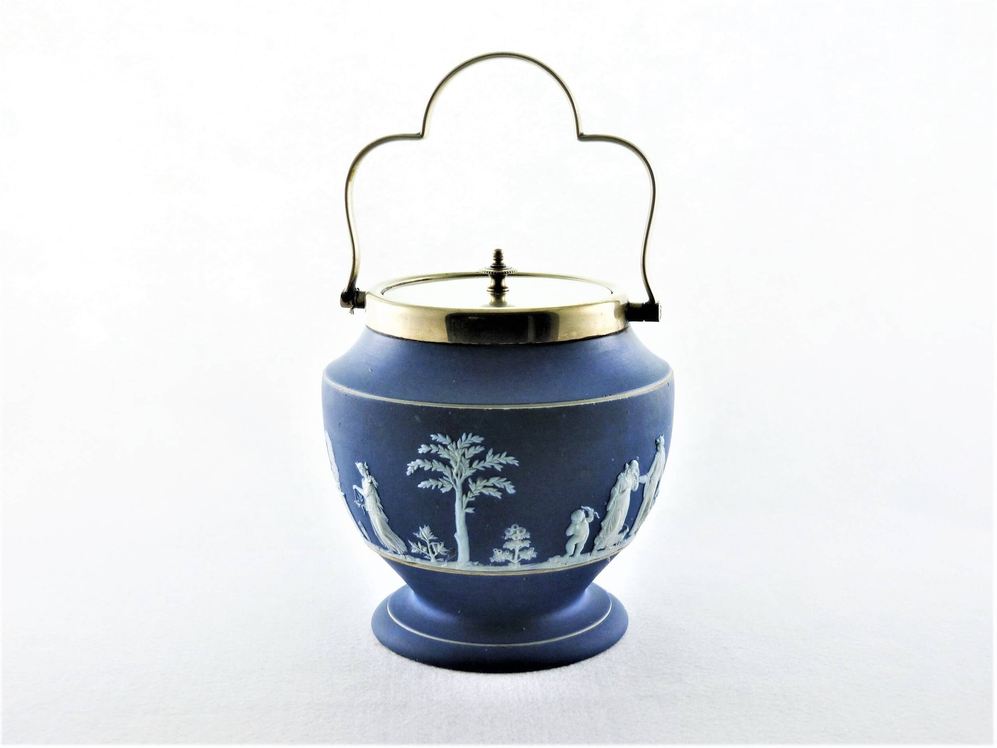Wedgwood Jasperware Biscuit Barrel, 1881, Stunning Shape