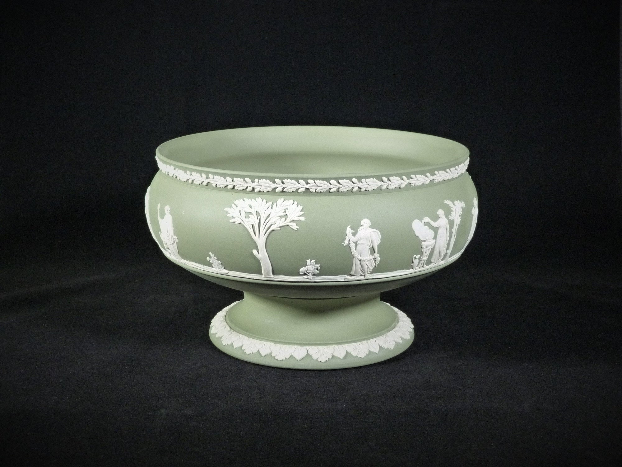Superb Wedgwood Jasperware Green Bowl, Table Centrepiece