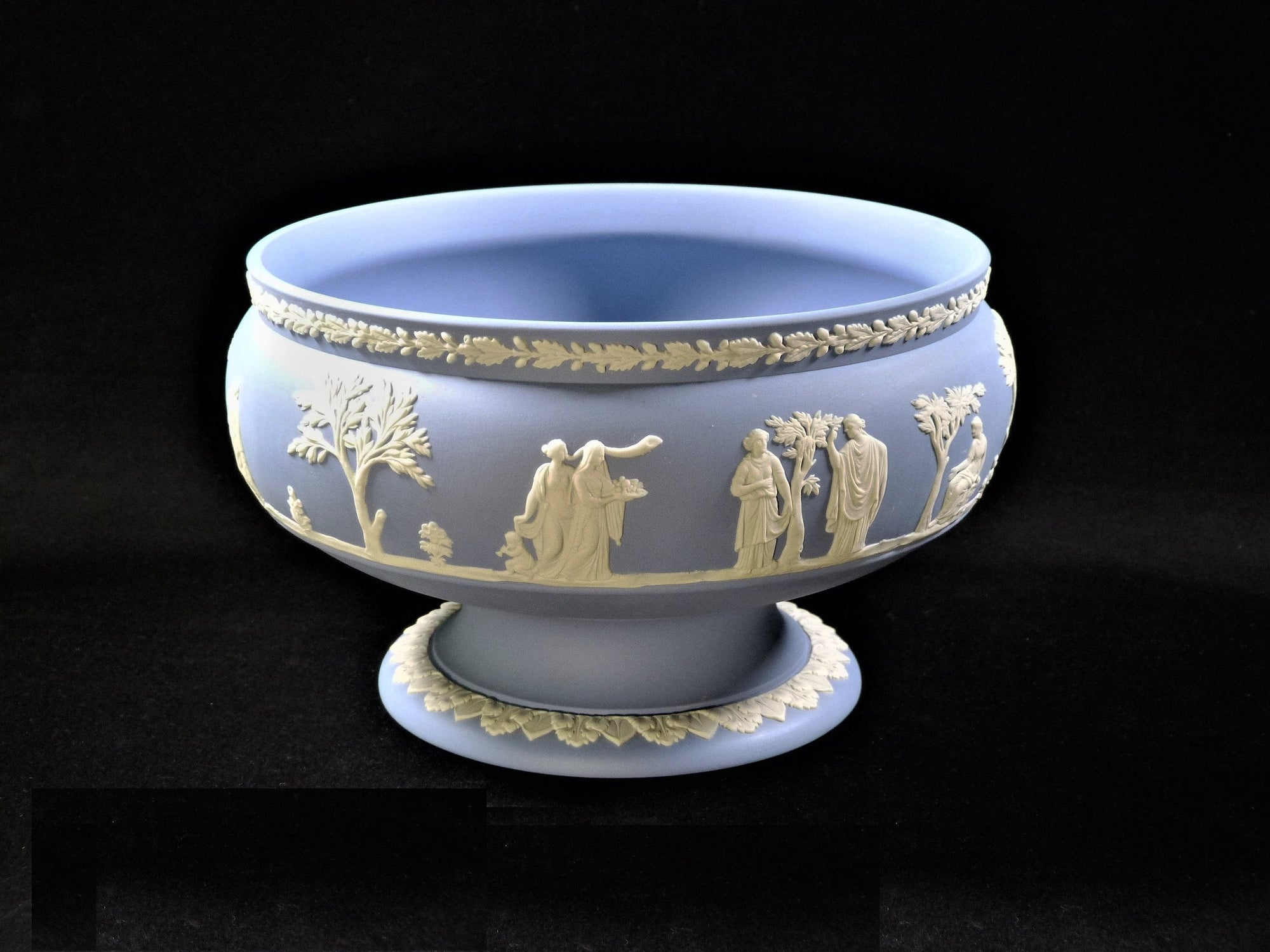 Wedgwood Jasperware Sacrifice Bowl, Magnificent Centrepiece