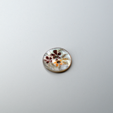 Load image into Gallery viewer, (3 pieces set) 2hole Japan Akoya shell with 2-tone flower