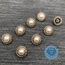 Load image into Gallery viewer, (3 pieces set) Metal shank button with Chain around and pearl top gold & silver