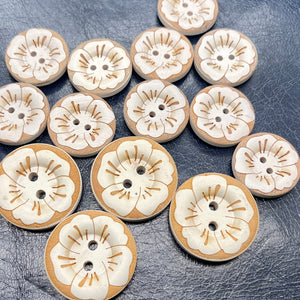 (2 pieces set) Wooden button with painted white flower