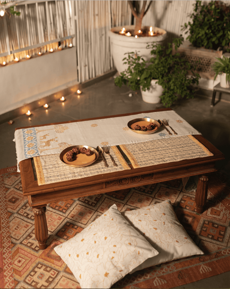 A Soulful Evening - Dining Set Of A Table Runner And 6 Table Mats - Veaves