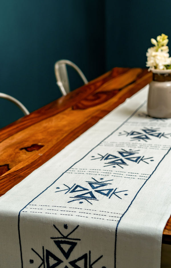 Triocy  Hand Woven Dining Set of a Table runner and 6 Table mats