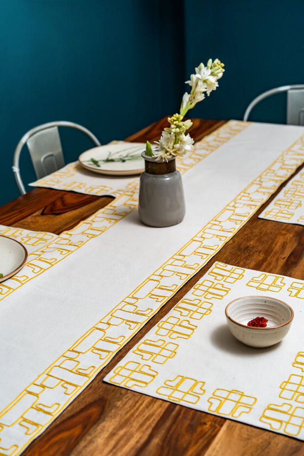 Antistrofí Dining Set of a Table Runner and 6 Table mats