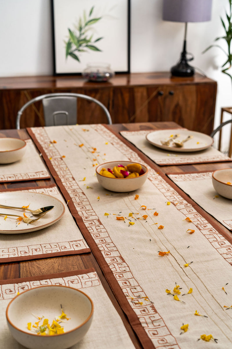Orilla - Dining Set Of A Table Runner & 8 Table Mats