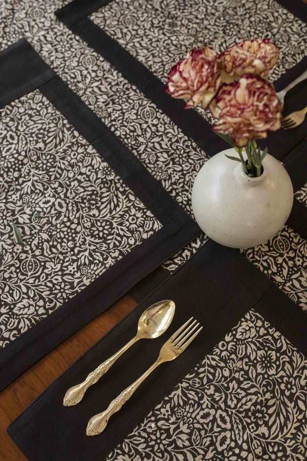 Camreigh Dining Set of A Table Runner And 8 Pcs Of Table Mats