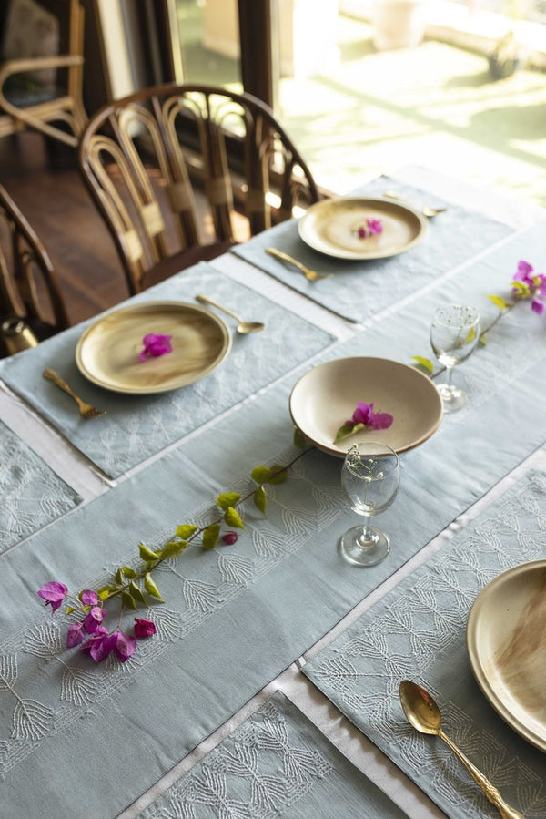 Amila - Dining Set Of A Table Runner And 6 Table Mats - Veaves