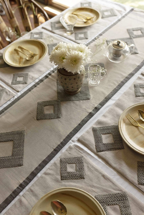 Jayde- Dining Set Of A Table Runner And 6 Table Mats - Veaves