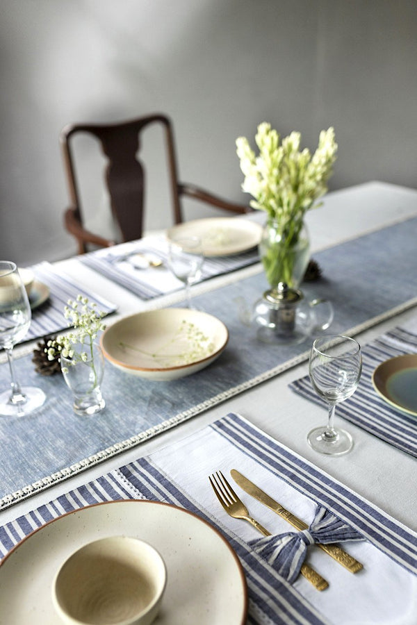 LAGOM - Dining Set Of Table Runner And 8 Table Mats. - Veaves