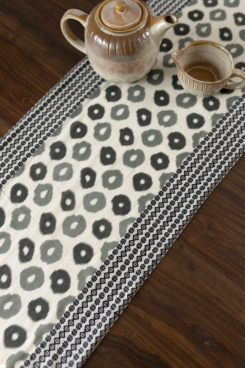 Wide-eyed -Table Runner - Veaves