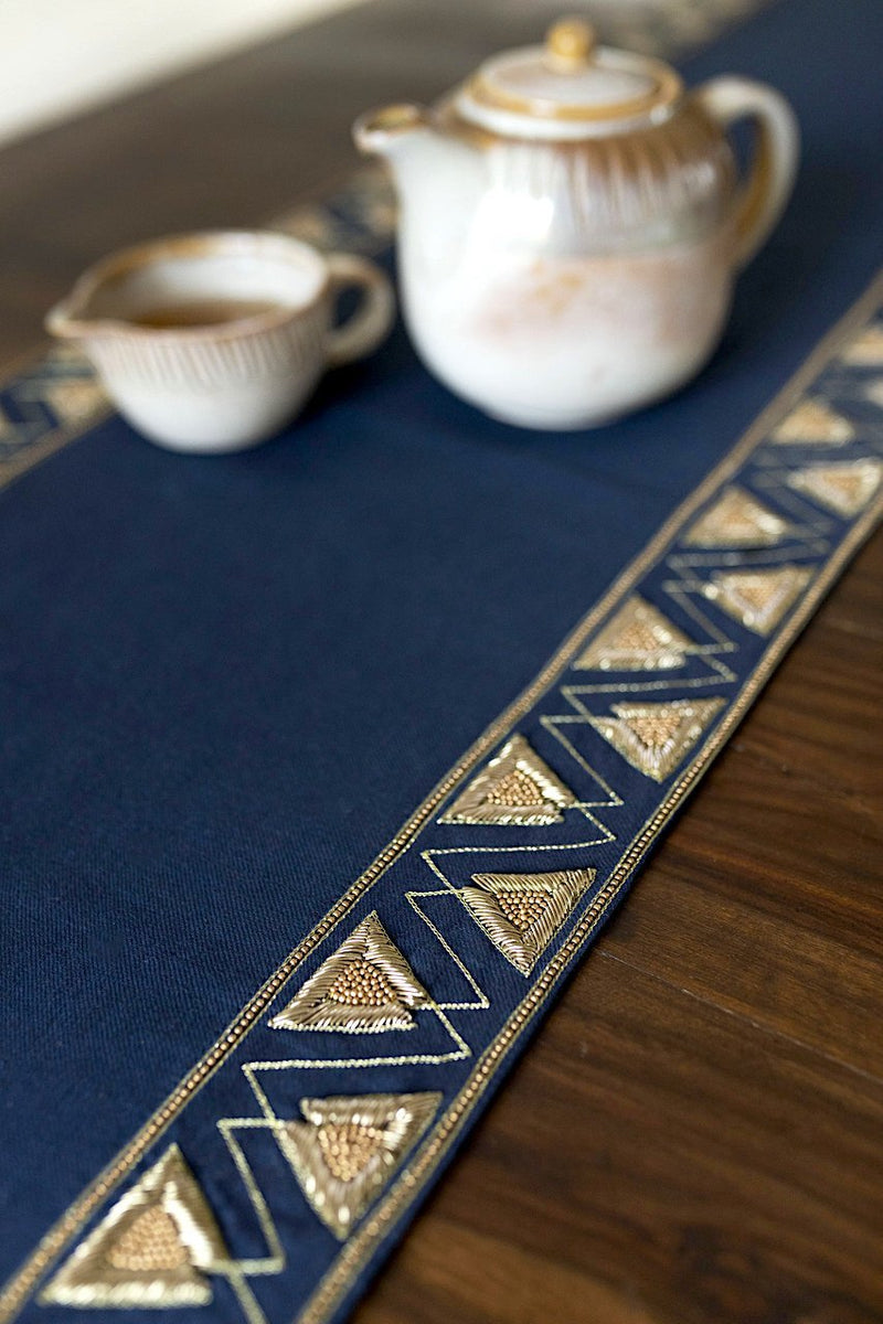 Elizabethan - Table Runner - Veaves