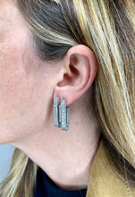Load image into Gallery viewer, BOUCLES D'OREILLES MAILLONS ARGENTÉS ET STRASS