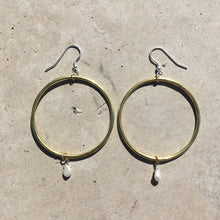 Load image into Gallery viewer, Brass and baroque pearl hoops