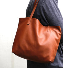 Load image into Gallery viewer, Leather tote Cloud Oslo
