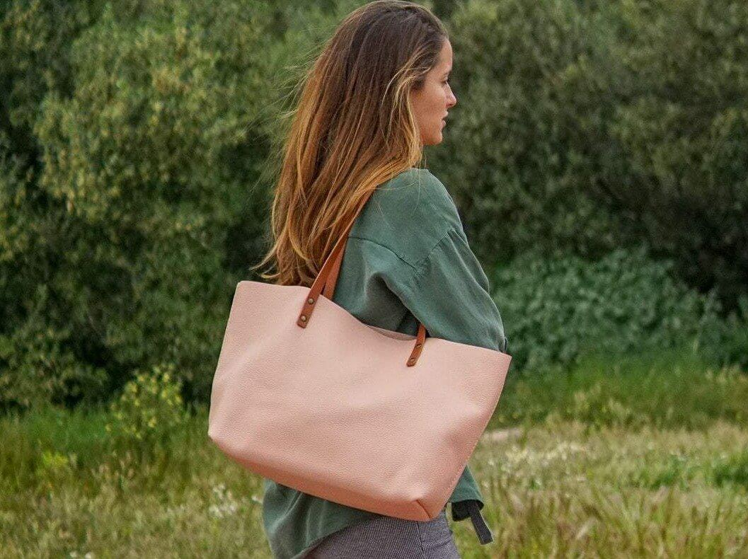 Pink Leather Tote bag. Handmade and ready to ship!. Ter