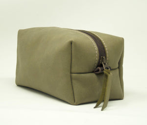 SALE 40% OFF , Full grain Leather Toiletry Bag handmade with the highest quality full-grain spanish leather available/  Gifts