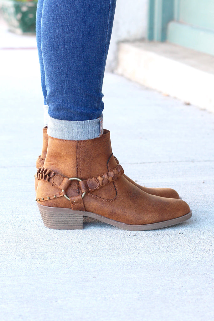Glorious Braided Strap + Ring Bootie {Tan} - The Fair Lady Boutique - 3