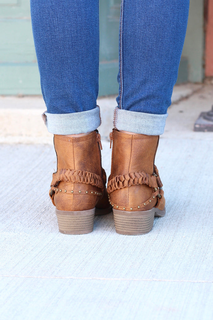 Glorious Braided Strap + Ring Bootie {Tan} - The Fair Lady Boutique - 4