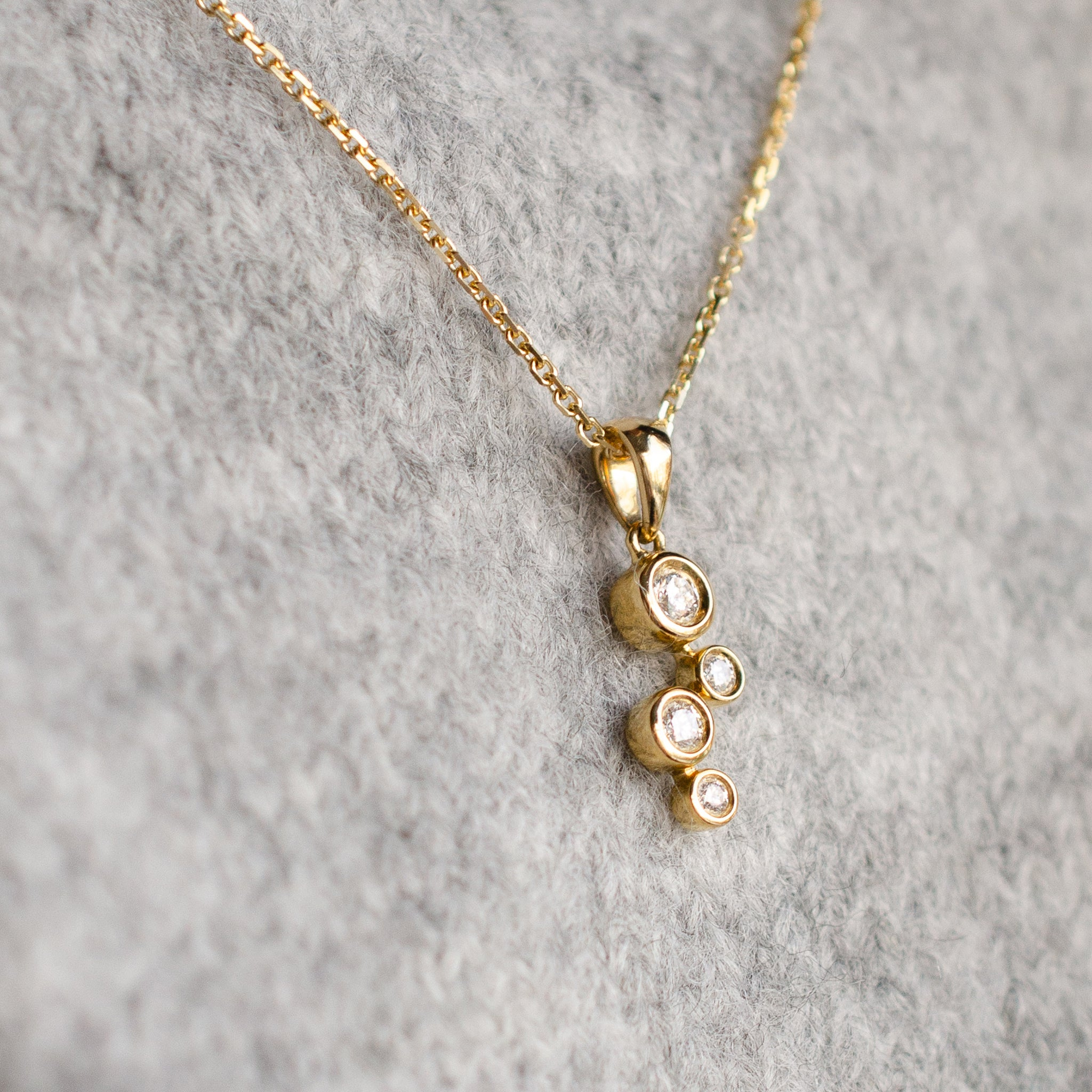 Round Brilliant Diamond Bubble Necklace in 18ct Yellow Gold